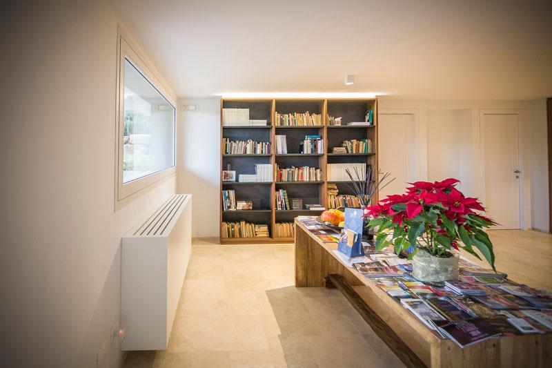 Copertura radiatore in legno bianco laccato