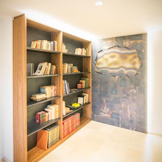 Libreria su misura in noce di canaletto
