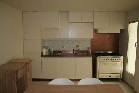 Cucina su misura con profondità differenziate