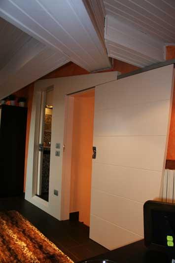 Boiserie con doppia porta 1