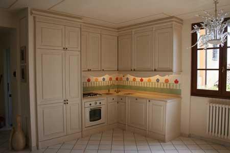 Cucina laccata e invecchiata